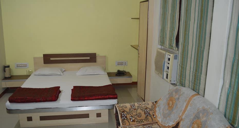 Hotel Shugun, Nr Shalimar Cinema,