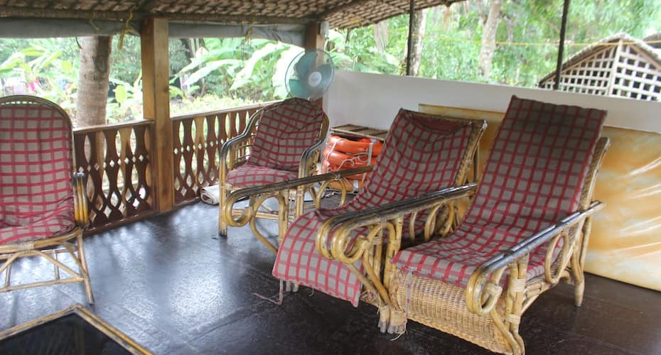 River Queen emerald houseboat, Finishing point,