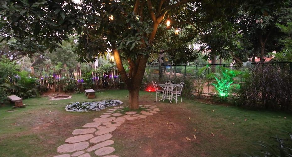 Jade Lantern House, Outskirts,
