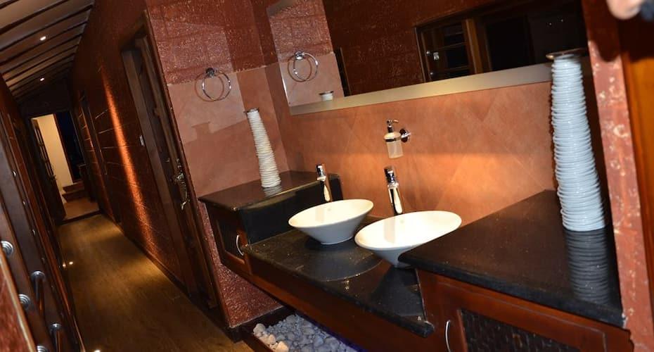 Rosy Ultra Luxury Houseboats, Finishing point,