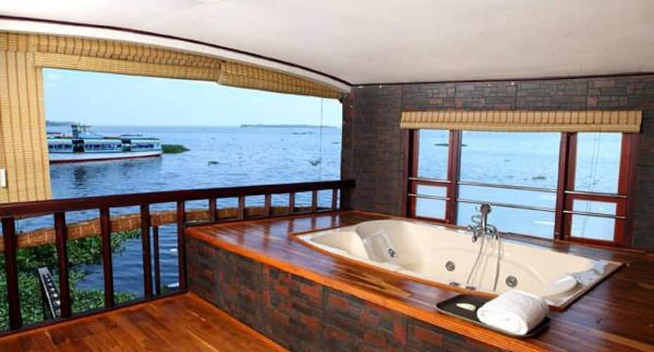 Royal Palace Luxury Houseboat, none,