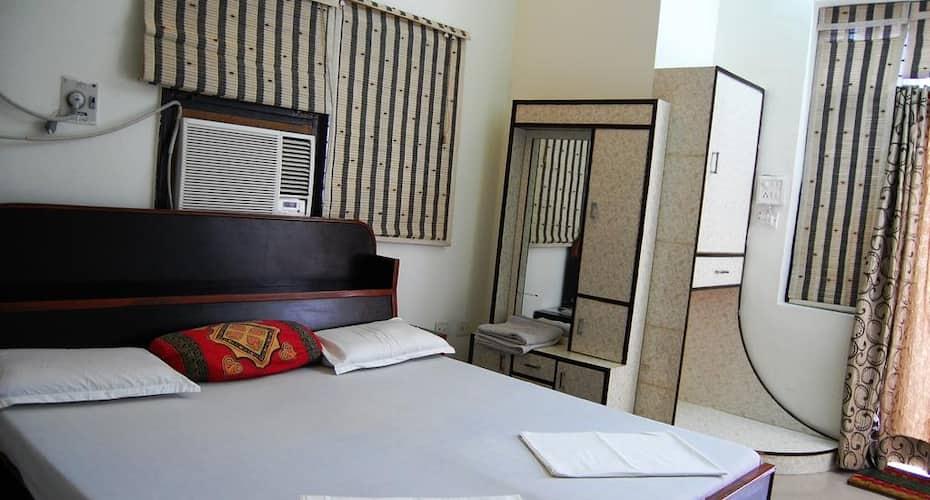 Sai Home Stay Bed and Breakfast, Vibhav Nagar,