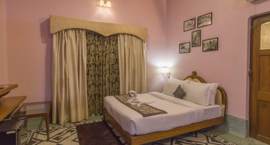 Hotel East View Country Inn, Dasaswamedh Ghat,