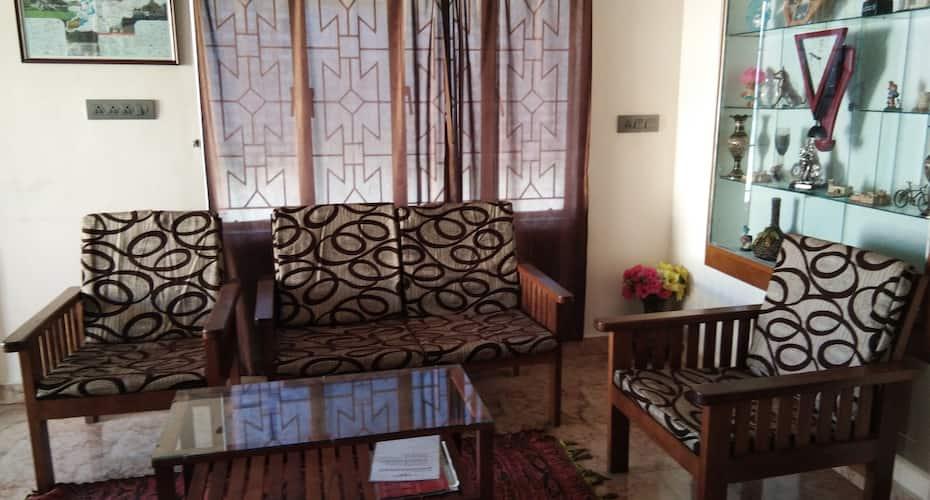 Shabinaya Home Stay, Charring Cross,