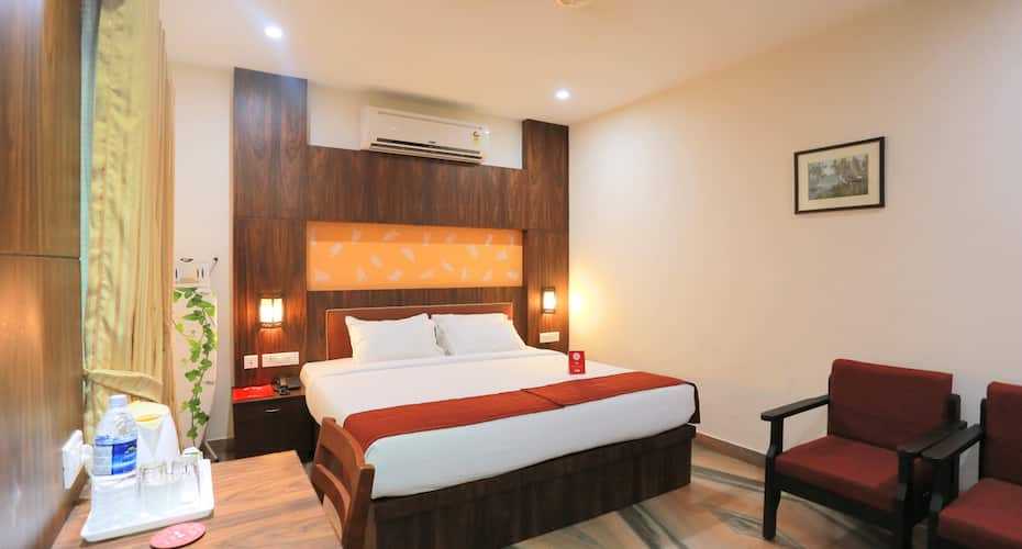 Hotel Central Park, Kadapakkada,