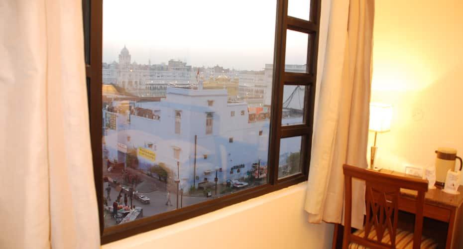 Hotel Indus, Near Golden Temple,