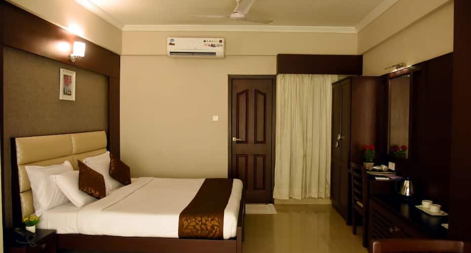 Hotel Pearl International, Park Town,