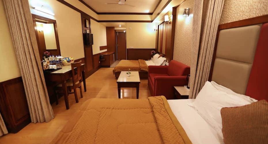 Hotel Vishnu Palace, Mall Road,