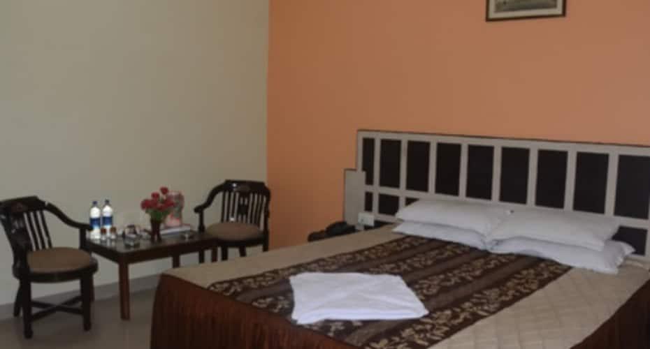 Hotel Pratap Palace, Parade kothi,