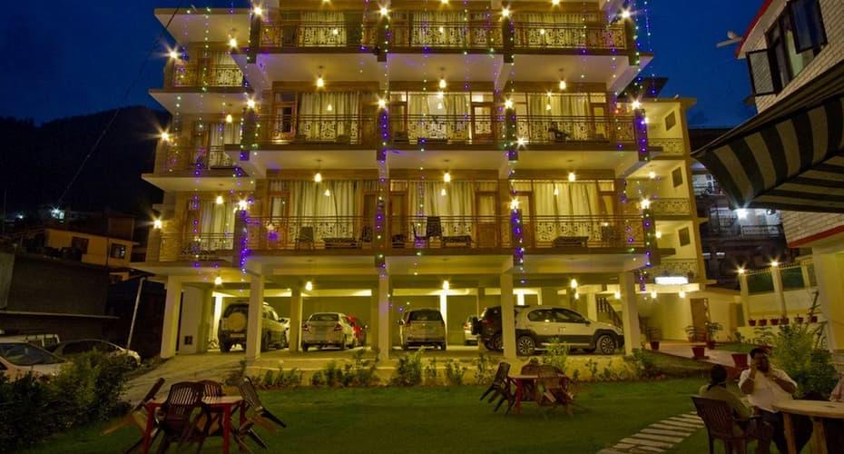 The Paramount Inn, Mall Road,