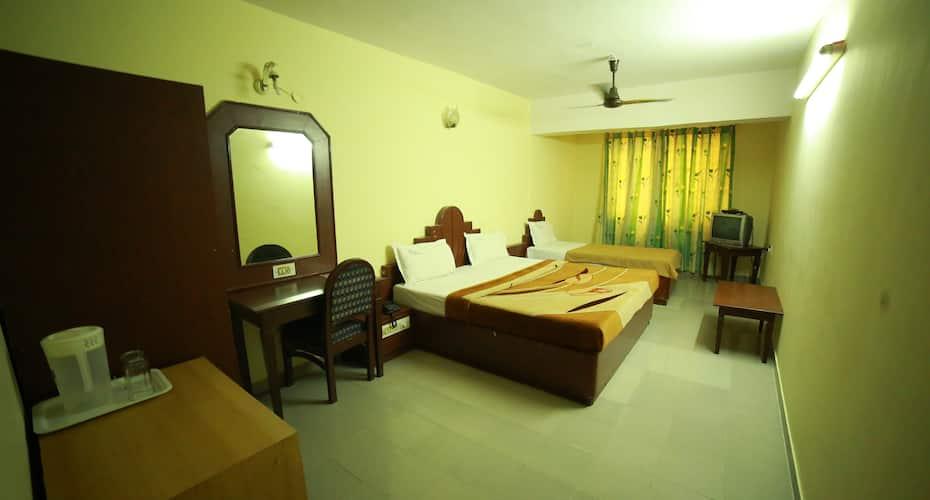 Hotel Luciya International, Sayyaji Rao Road,