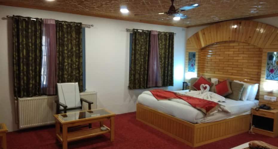 Hotel Royal Comfort Regency, Boulevard road,