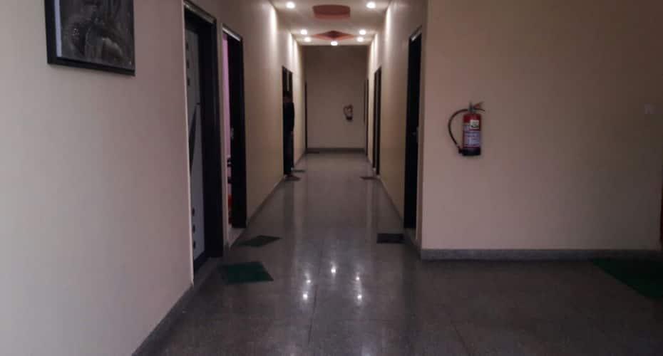 Hotel Jas Inn, Sector 14,