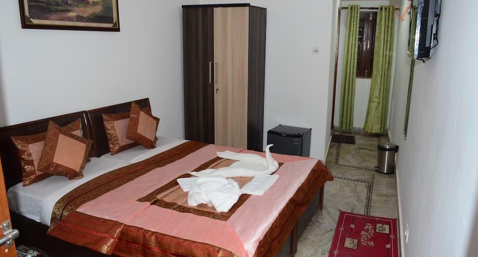 Shivratri Guest House, Dasaswamedh Ghat,