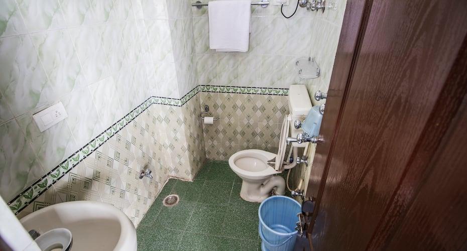 Utsang Guest House, Narogi Road,