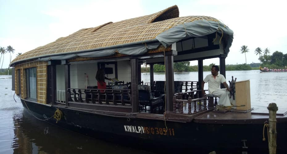BTT House Boat 1 Bed,Alleppey