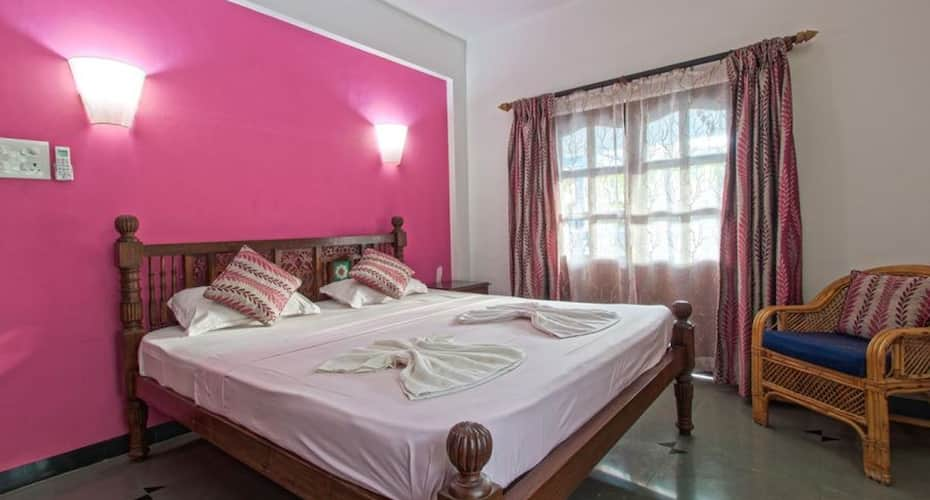 4BHK villa with shared pool 2 min walk to Calangute beach, none,