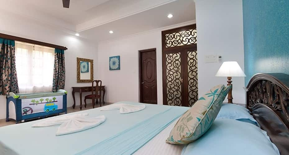 7 BHK villa 2 min walk to Calangute beach with private swimming pool, none,