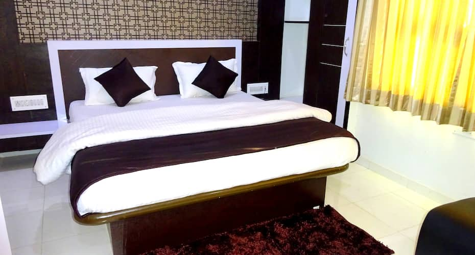 Hotel Yatri, Nr Shalimar Cinema,