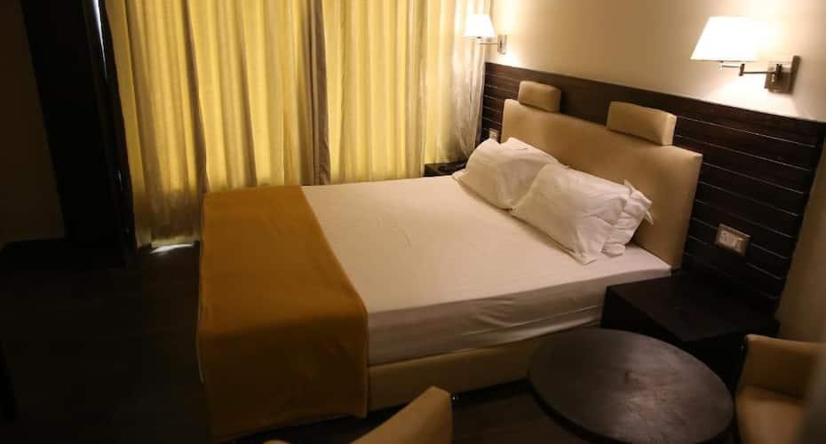 Hotel La Castle, Koyambedu,