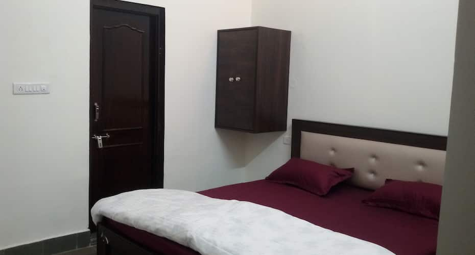 Hotel Vacation, Amer Road,
