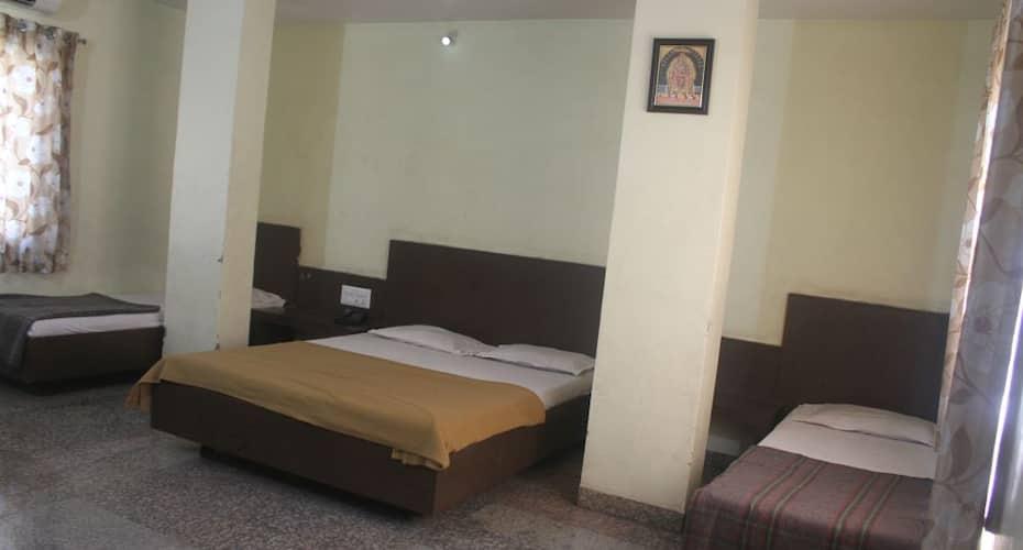 Hotel Sai Mauli, Near Temple,