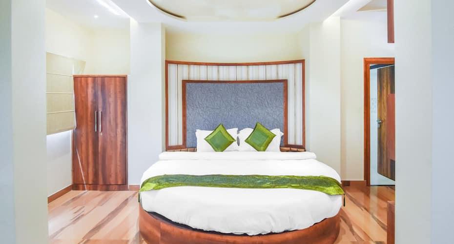 Hotel Saffron, Godowlia,