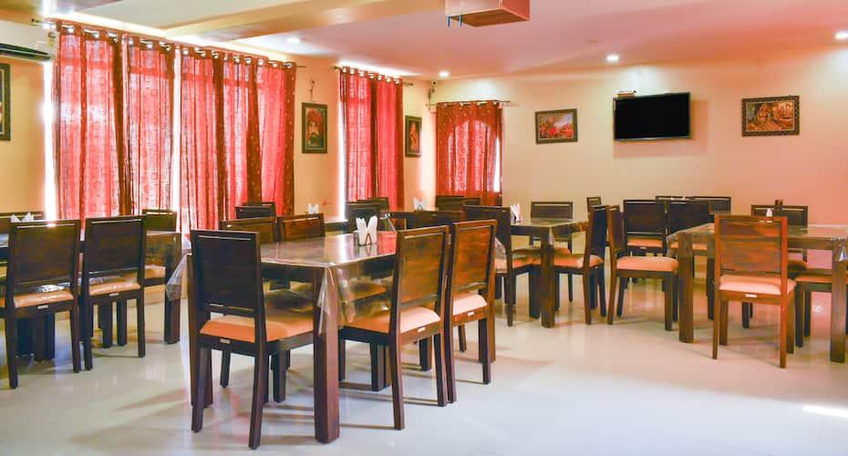 Treebo Trend The Marwar Hotel & Gardens, Ratanada,