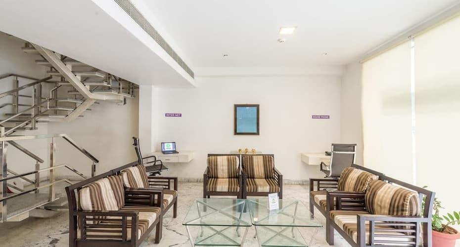 Hotel Alana, Governerpet,