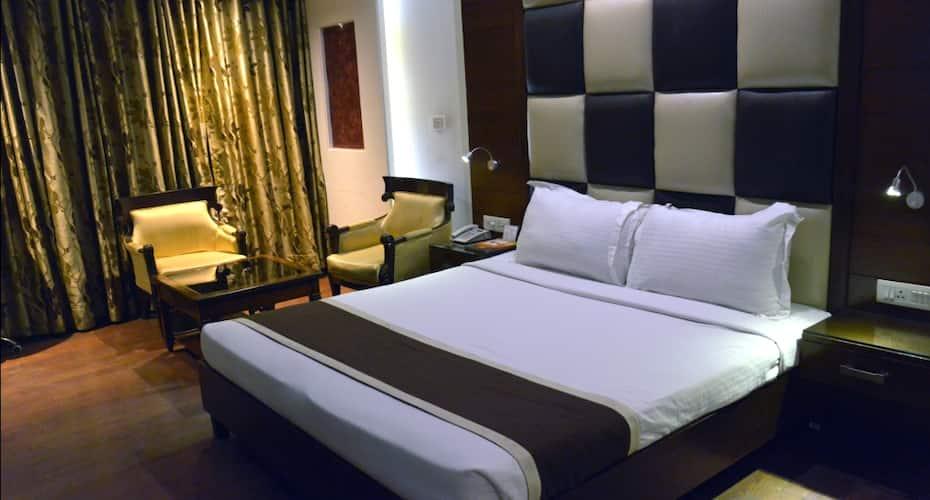 Hotel KC Residency, Sector 35,