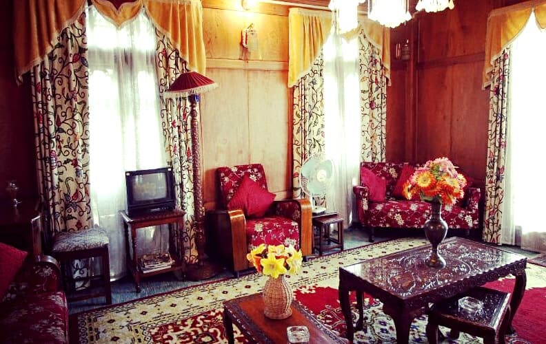 Persian Palace Houseboats, Dal Lake,