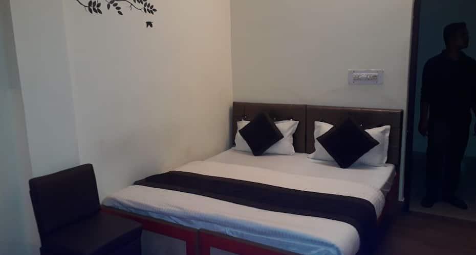 Hotel Raj Palace, Jahalwar Road,