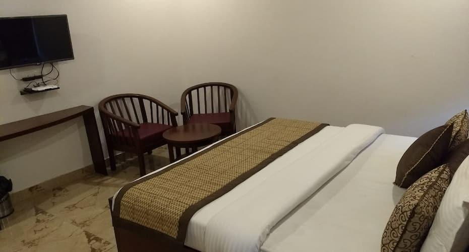 Hotel Sunny Cot, The Mall Road,