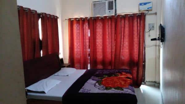 Hotel Metro, Alambagh,