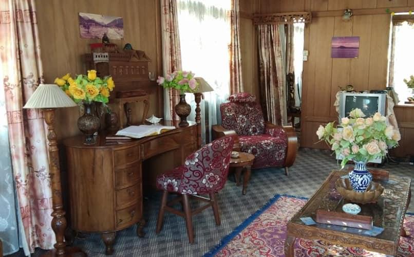 New Sea Palace Houseboat, Dal Lake,
