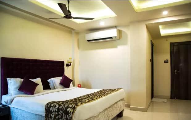 Hotel Parashar, NA,