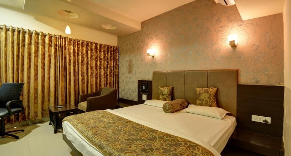 Hotel Savshanti Towers, Alkapuri,