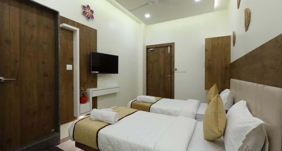 Hotel Alka Inn, Relief Road,