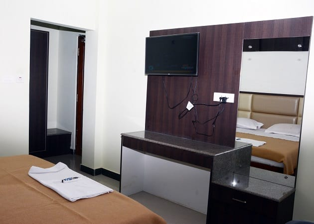 Hotel City Plaza, Chakratirth Road,