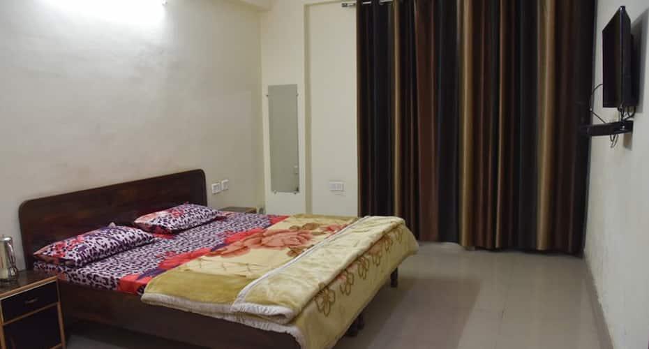Gopi Dham, Rishikesh Road,