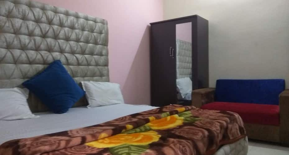 New Bonfire Hotel & Cafe, Badrinath Road,