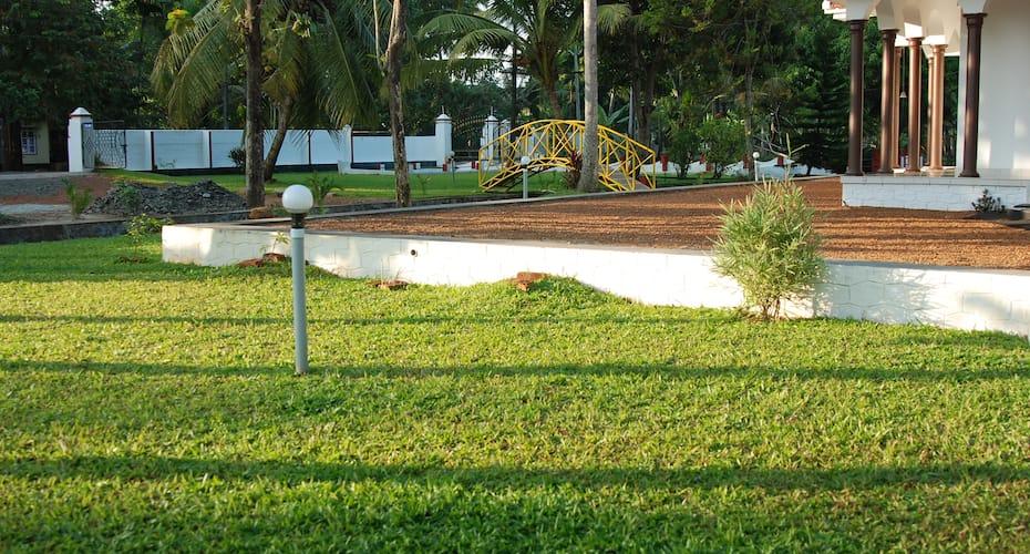 Coconut Creek Homestay Kumarakom, Nazrath Church Road,