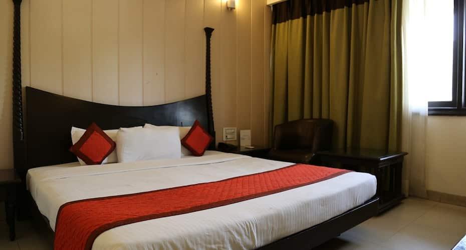 Hotel Orange 35, Sector 35,