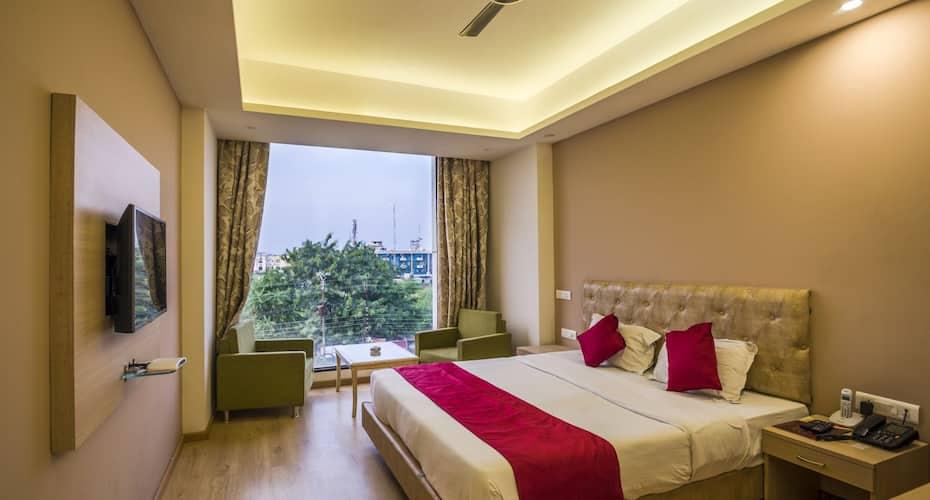 Hotel Nisarga, MP Nagar,