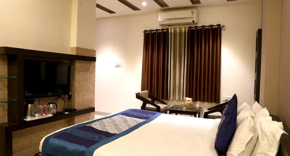 The Royal Inn, aayad river,