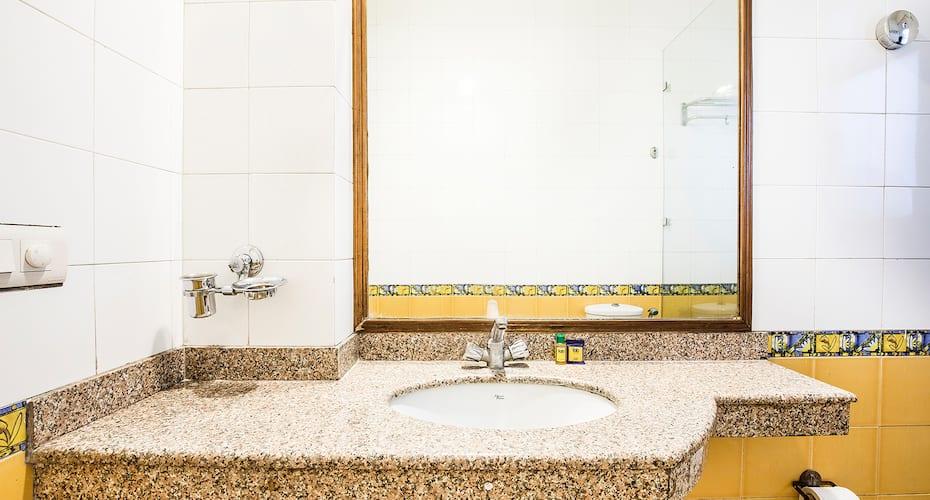 Hotel Rama Residency, DLF Phase 2,