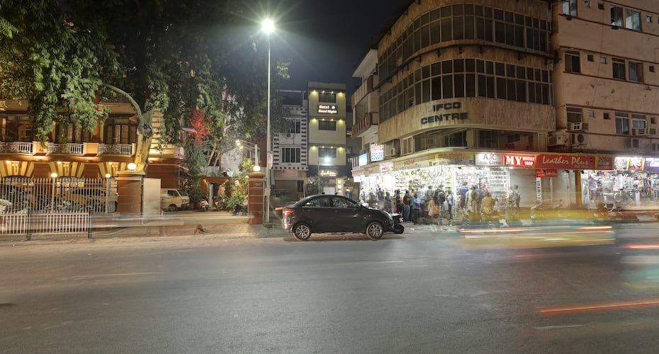 Hotel Good Night, lal darwaja,