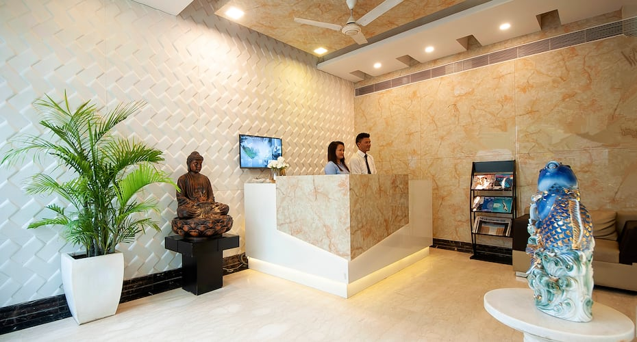 Hotel Golf View Suites, DLF Phase I,