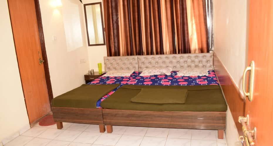 Sai Ratna Hotel, Near Temple,