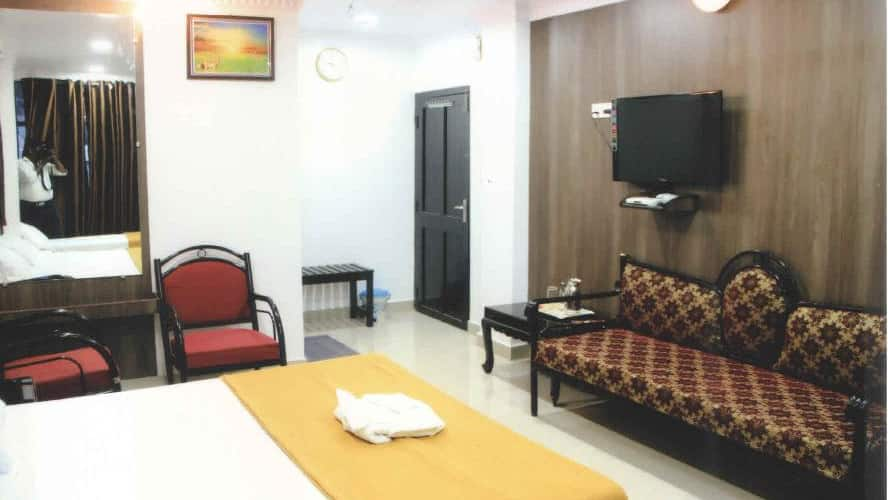 Holiday Inn, Dilanipur,
